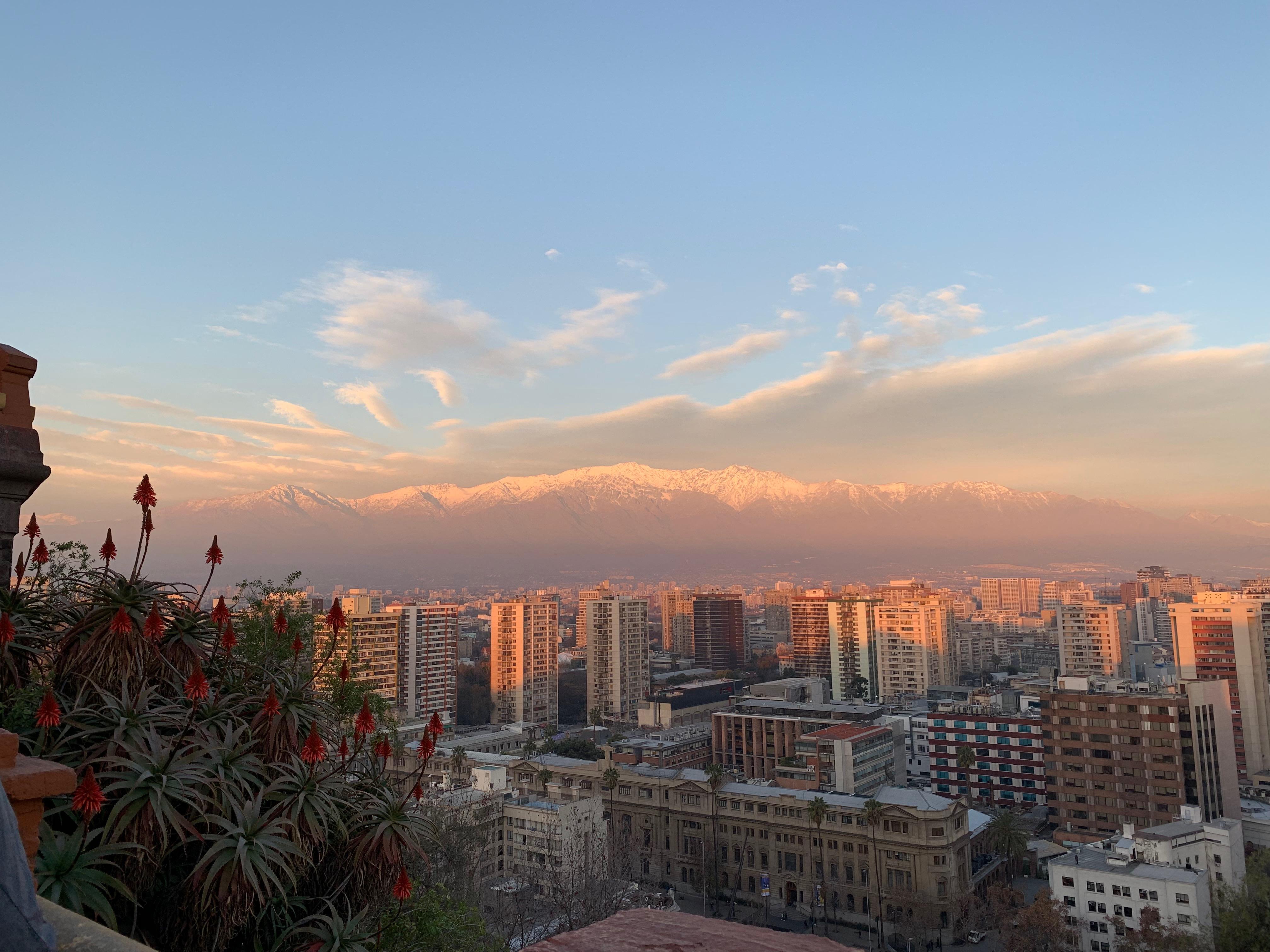 http://meineko.sakura.ne.jp/Chile/Chile-8-Santiago.JPG